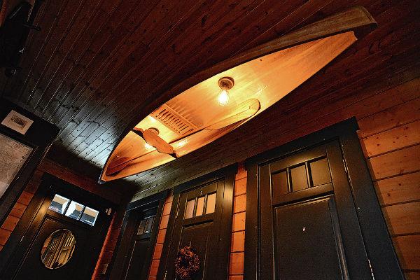Каноэ на потолке – дизайнерское решение Дружининых