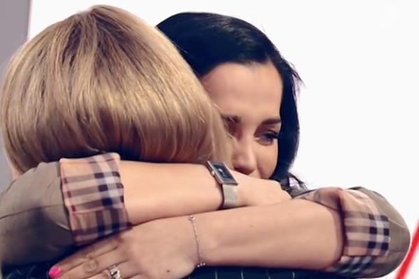 В конце программы сестры обнялись в знак примирения