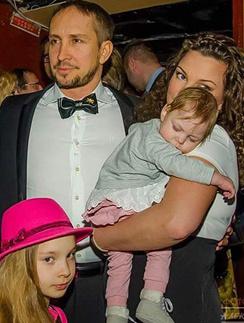 Данко, его супруга Наталья с дочерью Агатой и старшая дочь Соня