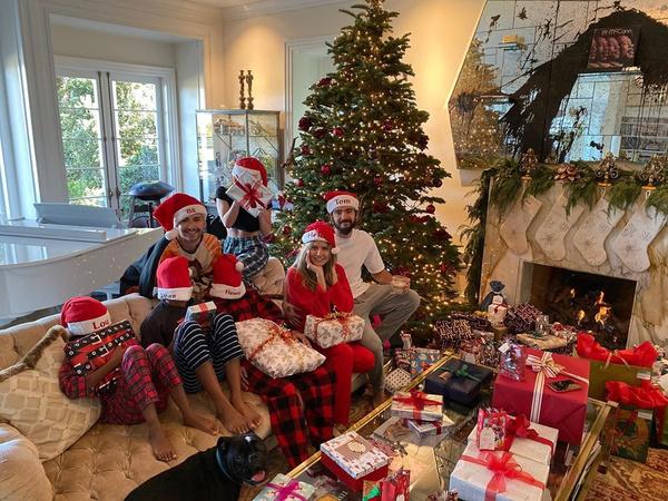 Хайди Клум украшала дом к Рождеству вместе с детьми