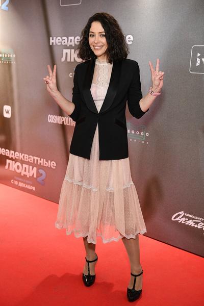 Екатерина Волкова в полупрозрачном платье