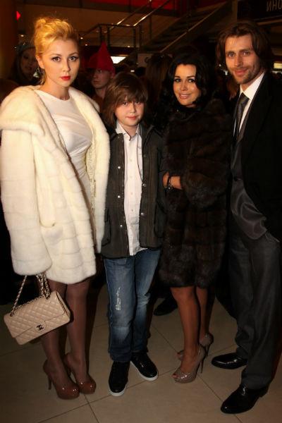 Анастасия с мужем и старшими детьми — Майклом и Анной
