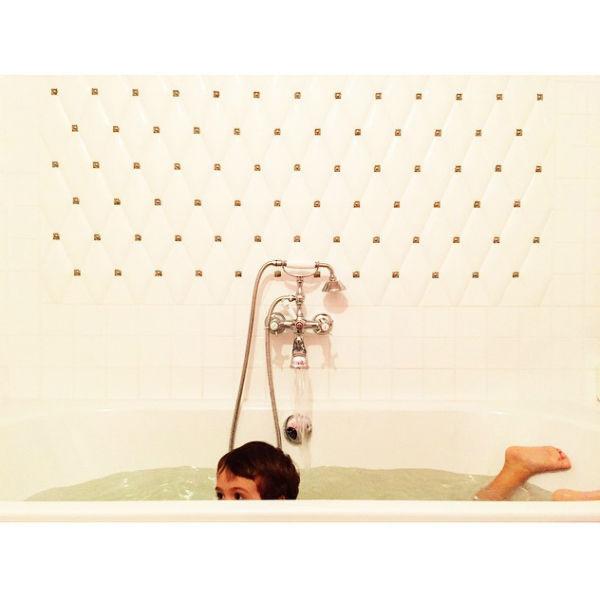 Четырехлетнего Богдана телеведущая долгое время отогревала в горячей ванной