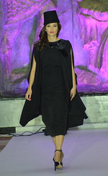 Юлия Зимина участвует в модных показах и работает на телевидении