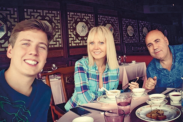Средний сын, 21-летний Артемий, реже брата и сестры видит родителей, потому что учится в Женеве