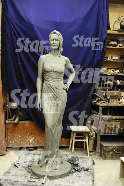 Вот так выглядит черновой вариант памятника Жанне: фигура и лицо будут дорабатываться