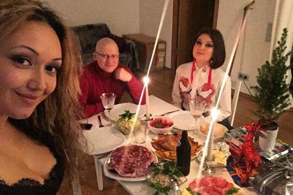 Еще недавно актер встречал Рождество в Европе, где проходил лечение