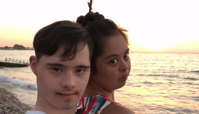 Дочь Ирины Хакамады устроила романтические каникулы с бойфрендом