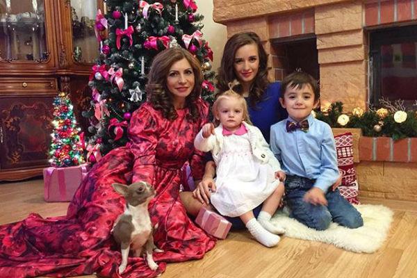 Семья Ирины готовится к Новому году