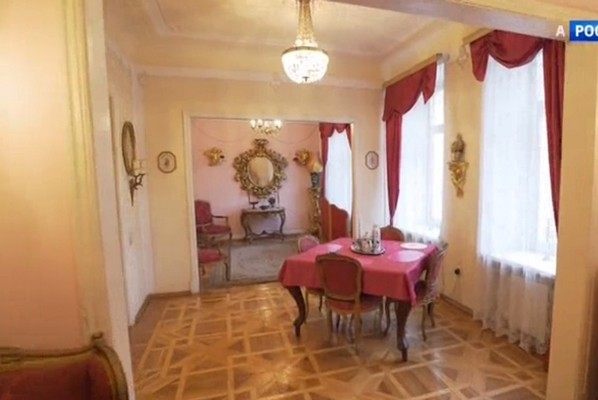 Убранство квартиры напоминает мини-дворец