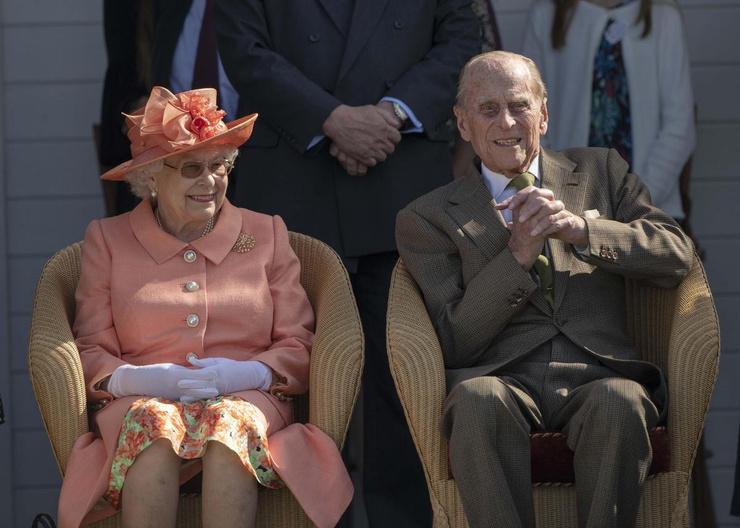 Принц Филипп умер за две недели до 95-летия жены