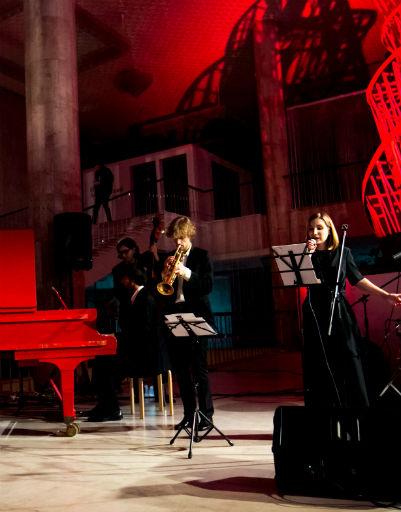 Живое выступление оркестра