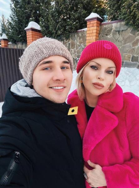 От красоты Лады в восторге и ее друг, блогер-миллионник Андрей Тимофеев