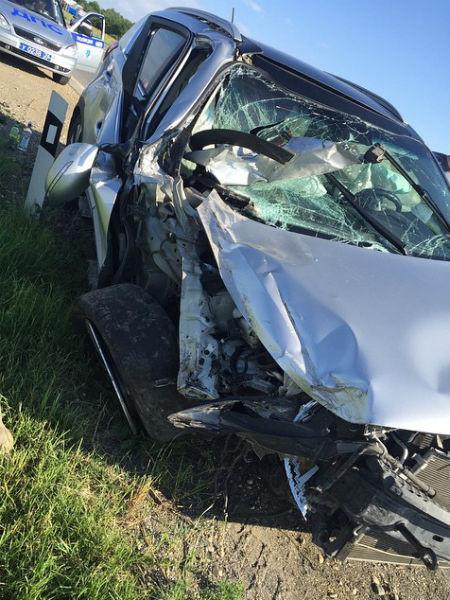 Машина, на которой ехали Гобозовы с сыном и другом, получила серьезные повреждения