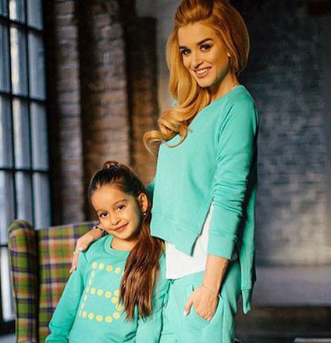 Ксения Бородина с дочкой Марусей в вещах из ее магазина