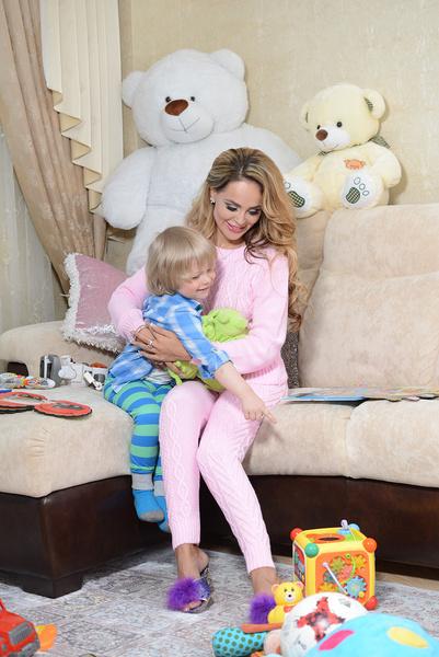 Аня вместе с сыном Даней