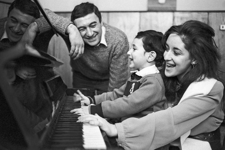 В браке с Георгием Кахабришвили у звезды родился сын Сандро