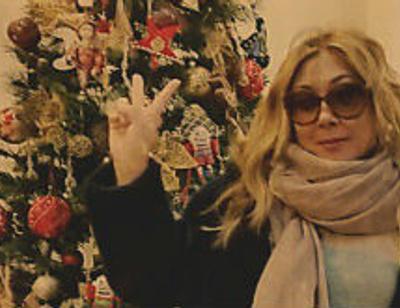 Анита Цой наряжает на Новый год четыре елки