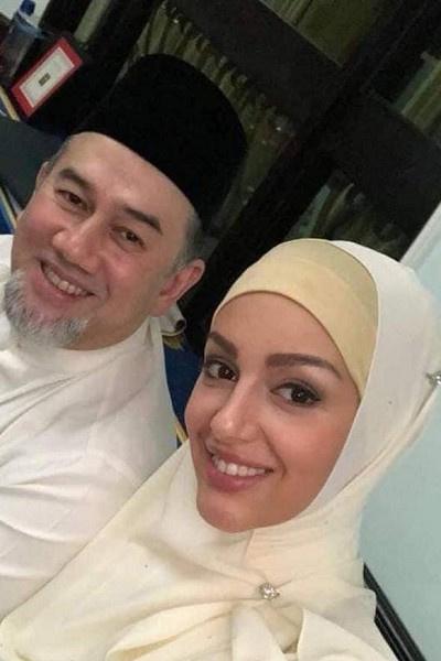 Бывший король Малайзии с супругой Оксаной Воеводиной