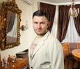 Писатель Дмитрий Глуховский показал квартиру, в которой создавал роман «Метро 2035»