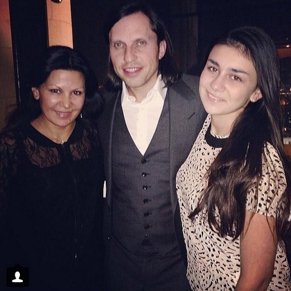 Лиза Пригожина (справа) с мамой Лейлой Фаттаховой и Александром Реввой