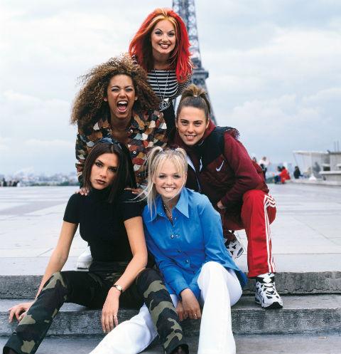 Созданная в 1994 году группа стала популярной после выхода дебютного сингла Wannabe. На фото (слева направо) – Виктория Бекхэм, Мелани Браун, Джери Холлиуэлл, Мелани Чисхолм и Эмма Бантон