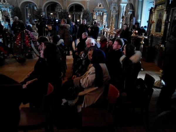 Церемония прощания с Елизаветой Глинкой началась в 8 утра