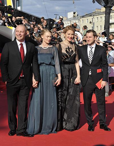 Оксана Акиньшина с мужем  и Надежда Михалкова с Резо Гигинеишвили