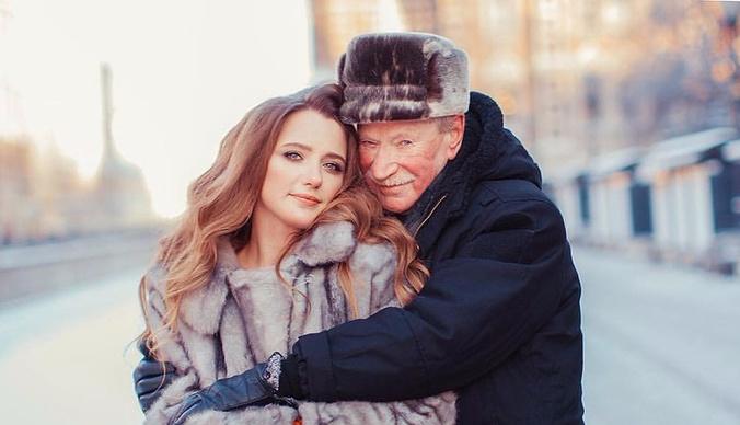Иван Краско прислуживает молодой жене