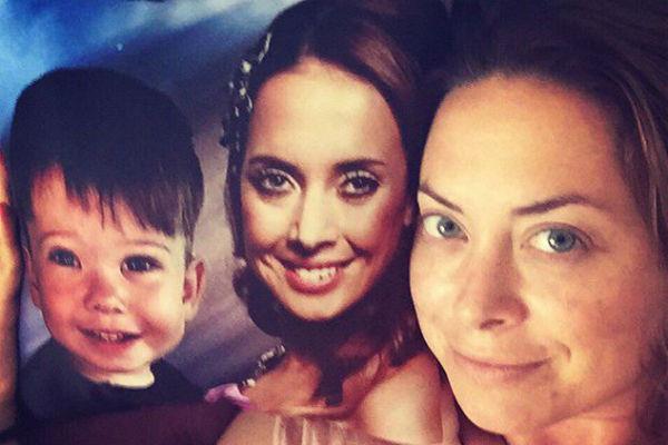 Наталья Фриске хранит дома подушку с изображением мамы Жанны с сыном Платоном