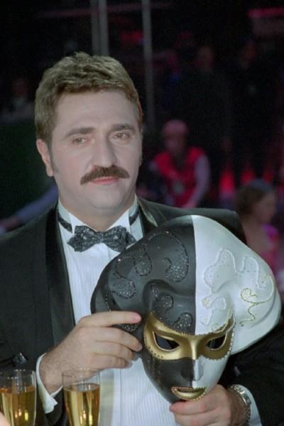 Только Валерий Комиссаров навещал в клинике иногда подменявшую его в шоу актрису