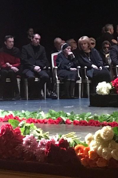 Близкие актрисы сидели в первом ряду