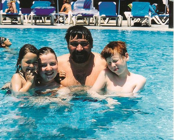 Актер на отдыхе с женой Ольгой, сыном Арсением и дочерью Ариной. Кипр, 2004 год