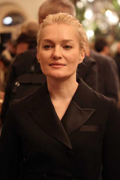 Дочь Ренаты Литвиновой c опасным декольте и Собчак не отстает: открытие «Художественного»