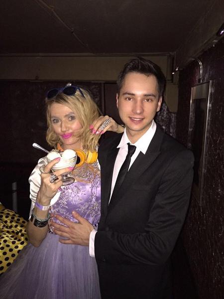 Николай сотрудничал со Светланой менее двух лет