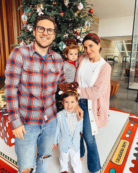 Галина Юдашкина с сыновьями и мужем