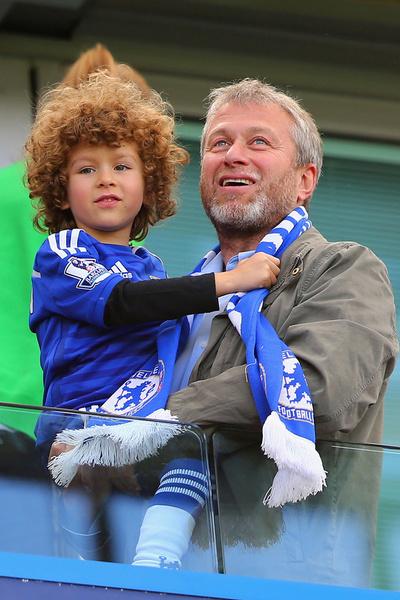 Бизнесмен с сыном Аароном