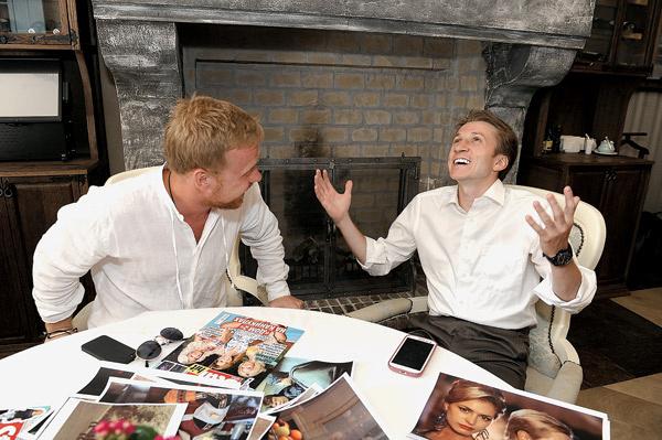 Дмитрий (справа) – Антону: «Будут критиковать Шурика в моем исполнении – пусть! Для меня главное – хорошо сделать свою работу. Всем нравятся только котята!»
