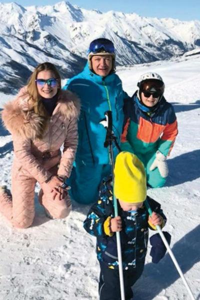 Марат с Лизой, Марселем и Амели на отдыхе в Альпах этой зимой