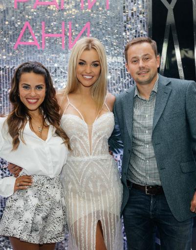 Галина Ржаксенская с супругом и Анна Городжая