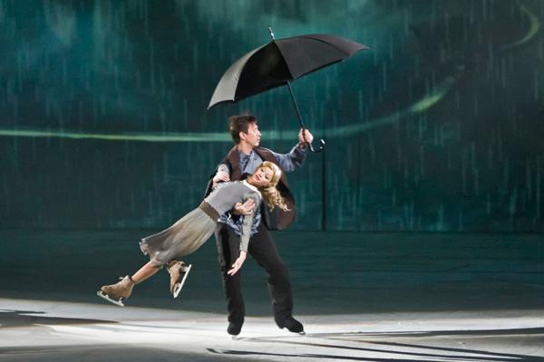 В спектакле множество романтических сцен