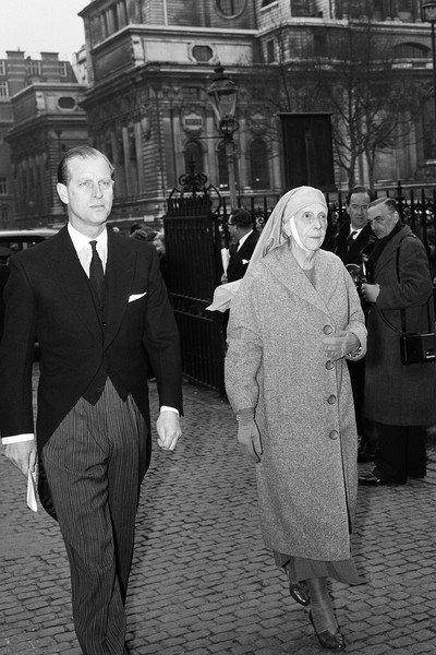 Принц Филипп с матерью