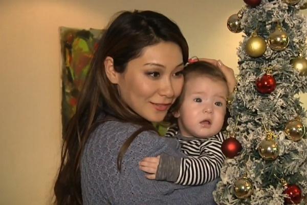 Марина наняла помощниц, чтобы они присматривали за детьми, пока она трудится в эфире
