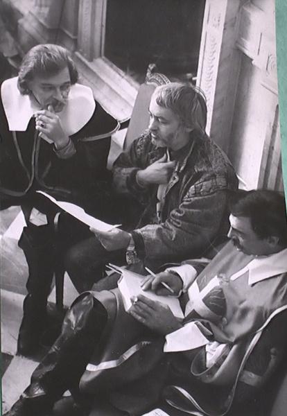 Вычиткой сценария актеры и режиссер занимались ежедневно