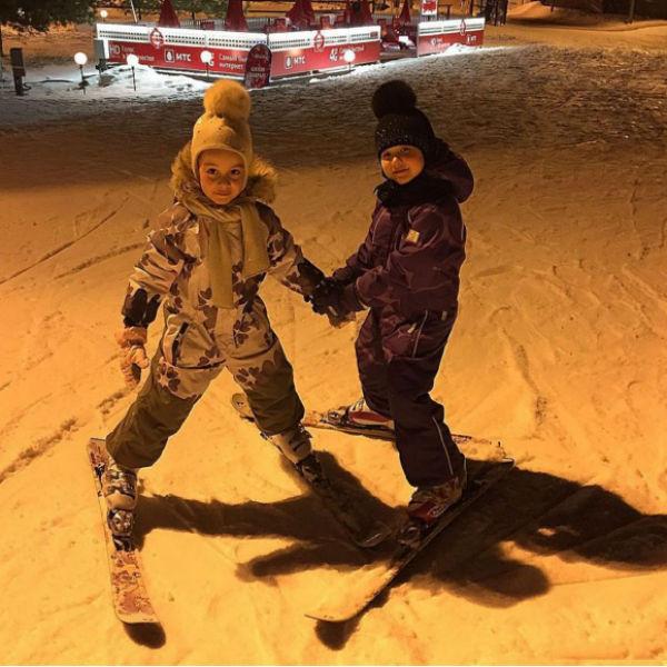 Дочь Ксении Бородиной с подругой