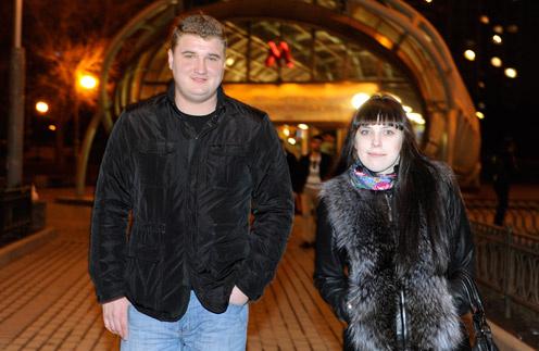 Москвичка Маша Козлова несколько раз в неделю занимается танцами. Возвращается домой около полуночи, поэтому «вызывает» волонтера. На этот раз ее провожал координатор Алексей Бурутин