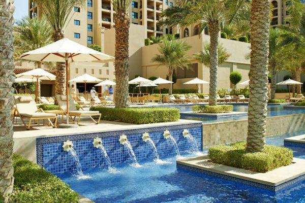 Отель располагается в лучшем районе столицы ОАЭ