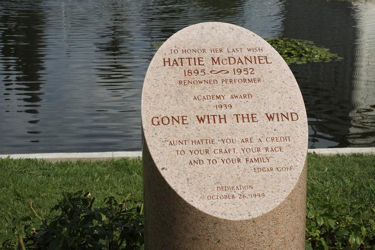 Хотя актрису не похоронили на кладбище Hollywood Forever, в конце 90-х там в честь нее установили кенотаф