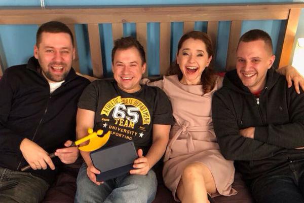 Команда, которая работает над сериалом «СашаТаня»
