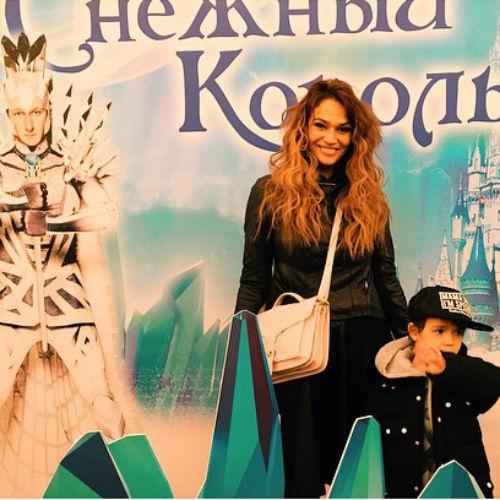 Алена Водонаева с сыном
